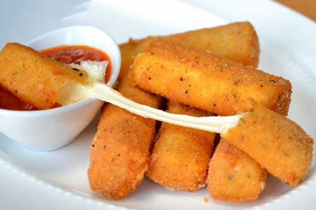 2112005-650-1464180110-2015-05-20_MozzarellaSticks3