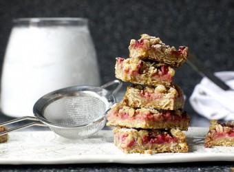 strawberry-rhubarb-crisp-bars