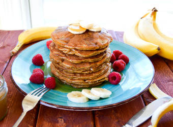 peanut-butter-banana-pancakes-flourless-whole-made-living-680h1