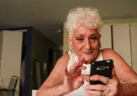 83 gadus veca vecmāmiņa piereģistrējās Tinder un viņas gultā ir pabijuši jau 50 jaunāki vīrieši!